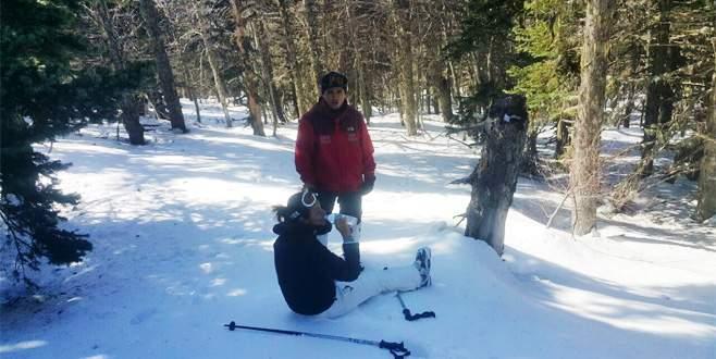 Uludağ'da kaybolan kayakçı ayak izlerinden bulundu