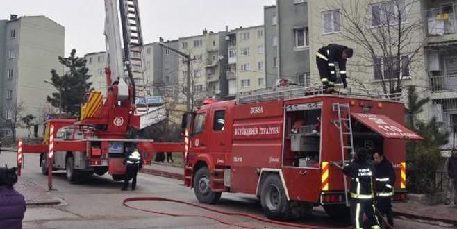 Bursa'da yangında mahsur kalan 9 kişiyi itfaiye kurtardı