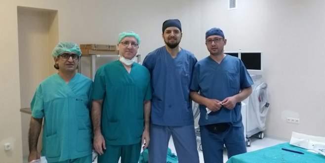 İznik Devlet Hastanesi'nden başarılı protez ameliyatı