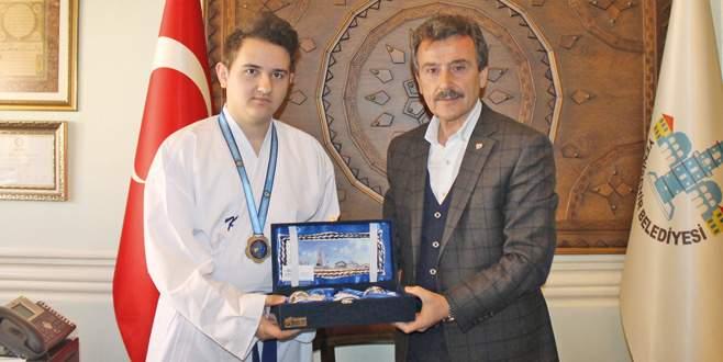 Yenişehir'in gururu Emre!
