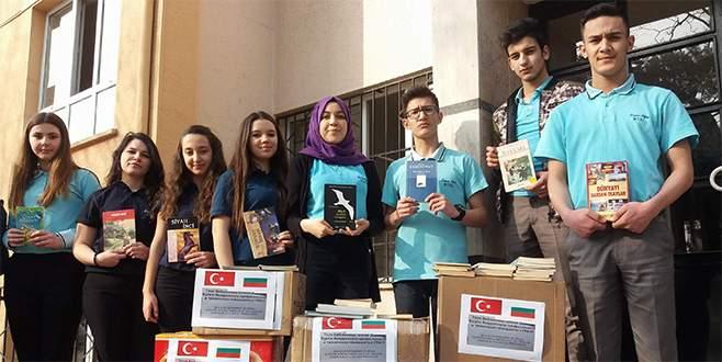 Bursalı liseliler Bulgaristan'a kütüphane kuruyor