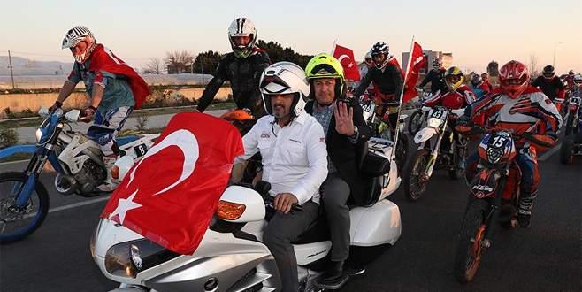 Çavuşoğlu'nu 60 motosikletli karşıladı