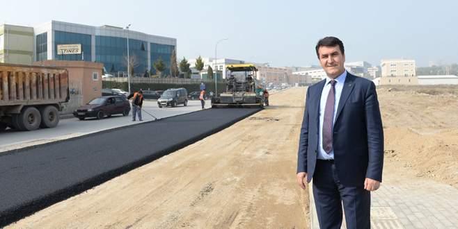 Yeni imara açılan yollar asfaltlanıyor