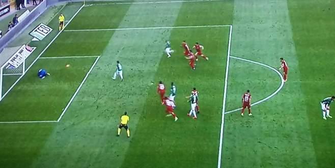 Penaltıya bakamadı!