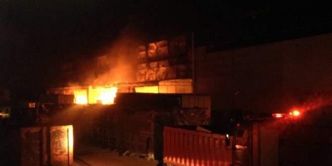 Kocaeli'nde otomobil fabrikasında büyük yangın