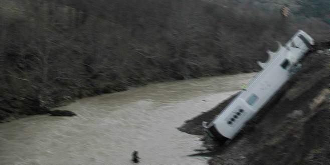 Tarım işçilerini taşıyan otobüs nehre uçtu: 18 ölü, 37 yaralı