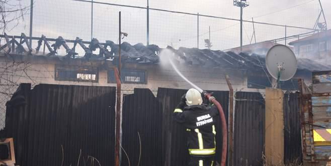 Bursa'da halı sahada çıkan yangın korkuttu