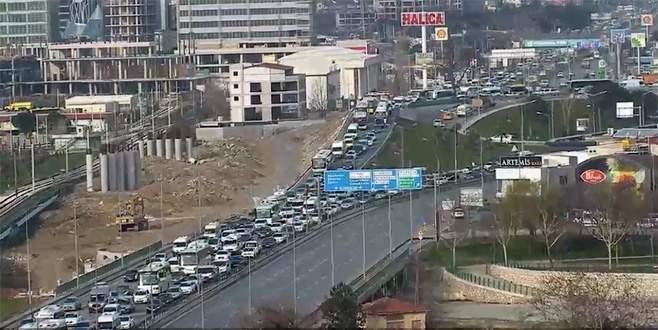 Hafta sonu da hafta içi de Bursa trafiği yol vermiyor
