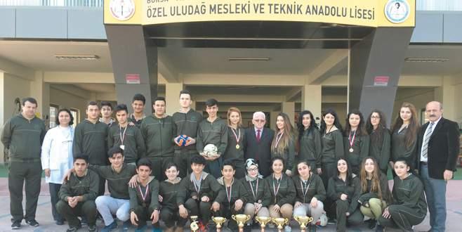Sağlıklı sporcuların adresi Özel Uludağ Anadolu Sağlık Meslek Lisesi