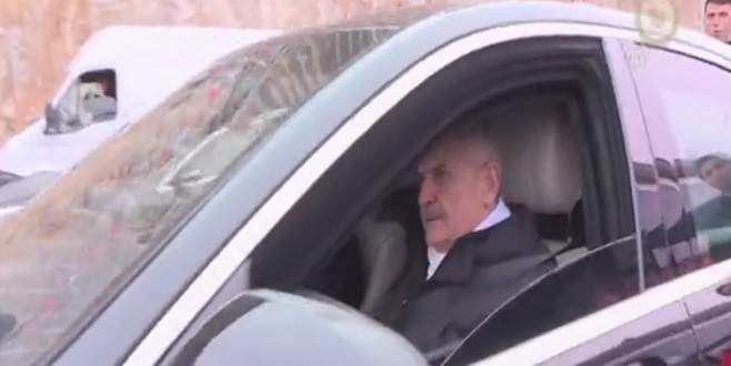 Başbakan, kendi makam aracı ile Gemlik-Bursa otoyolundan geçti