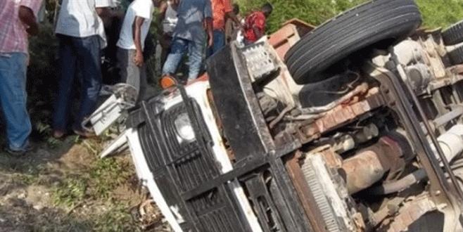 Otobüs kalabalığın içine daldı: 34 ölü