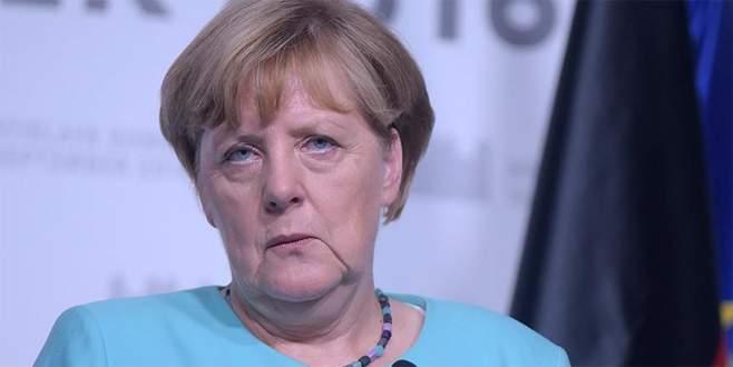 Merkel'den Hollanda'ya tam destek