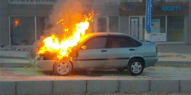 Alev alev yanan otomobil korku dolu anlar yaşattı