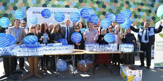 Bursa'da Dünya Su Günü'nde vatandaşlara su ikramı