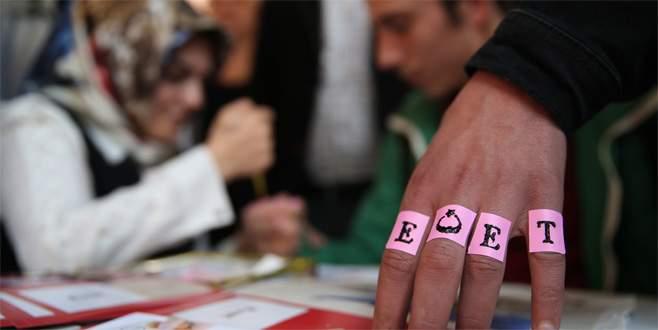 Bursa'da 'evet' şeklinde kına yakıyorlar
