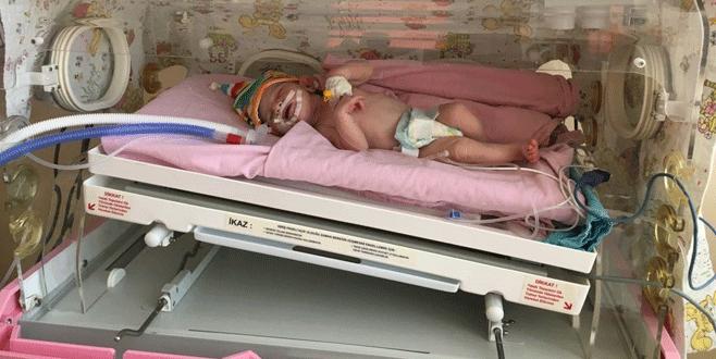 Yeni doğan bebek türbe önüne terk edildi