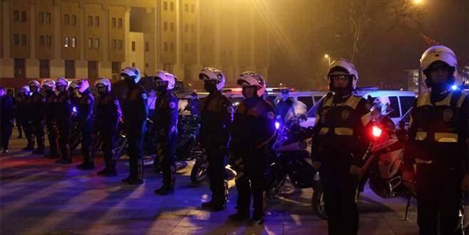 1150 polis 'acil' koduyla çağrıldı, vatandaş meydana koştu