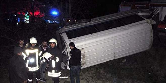 İşçi servisi şarampole uçtu: 11 yaralı
