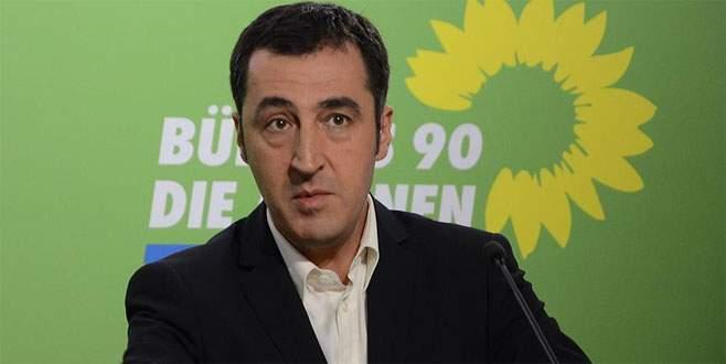 Cem Özdemir'e verilen fahri doktora unvanı geri alındı