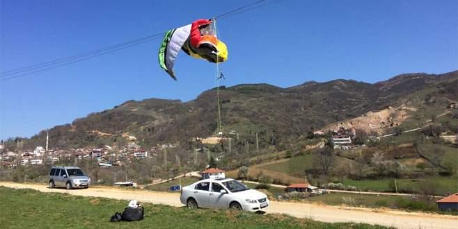 Bursa'da paraşütçü yüksek gerilim hattına takıldı