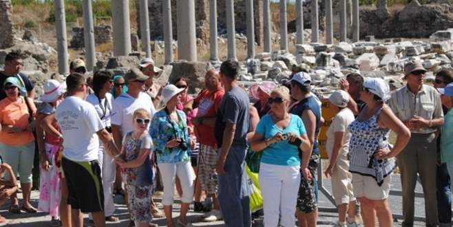 Turist sayısı şubatta yüzde 6,5 azaldı