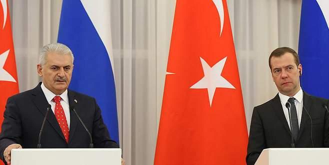 Başbakan Yıldırım'dan, Medvedev'e başsağlığı telefonu