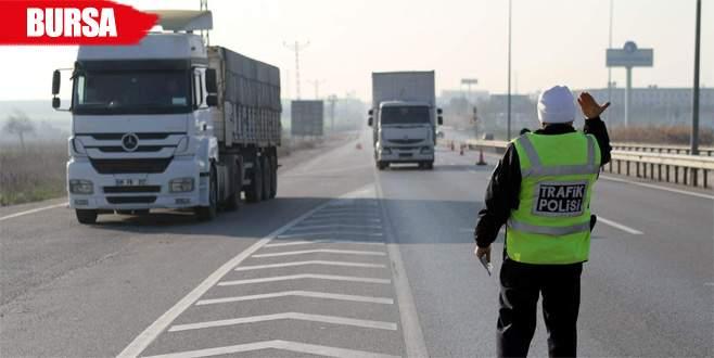 Yolcu otobüslerinde sivil trafikçiler iş başında