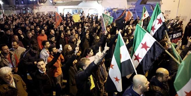 Esad rejiminin kimyasal saldırıları protesto edildi
