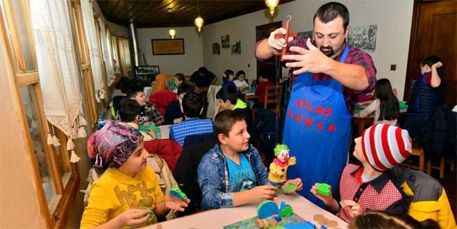 Çocuklar geleceğe sanatla yürüyor
