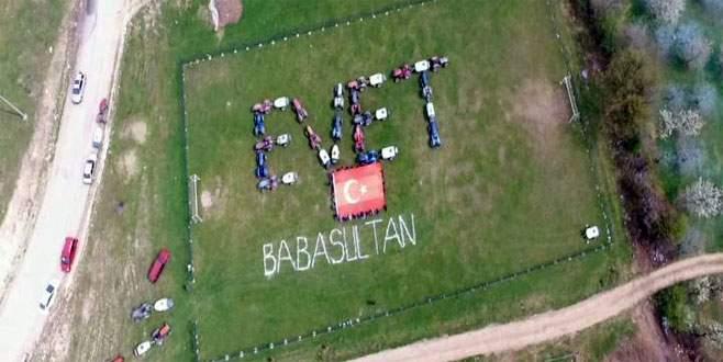 Bursa'da traktörlerle 'evet' yazıp poz verdiler