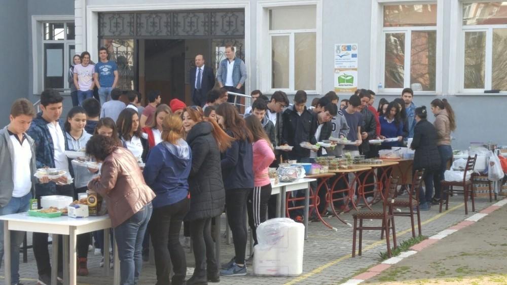 Lüleburgaz'da okul yararına kermes