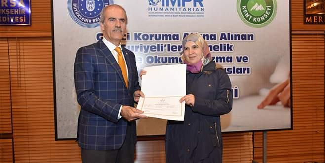 Bursa'daki Suriyeliler Türkçe öğreniyor