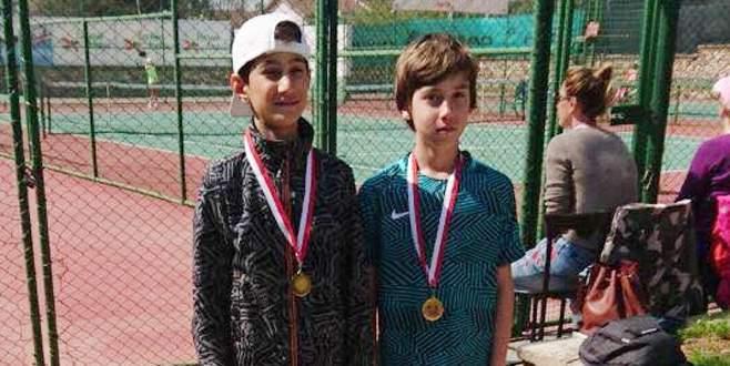 Yıldırımlı tenisçilerden çifte zafer