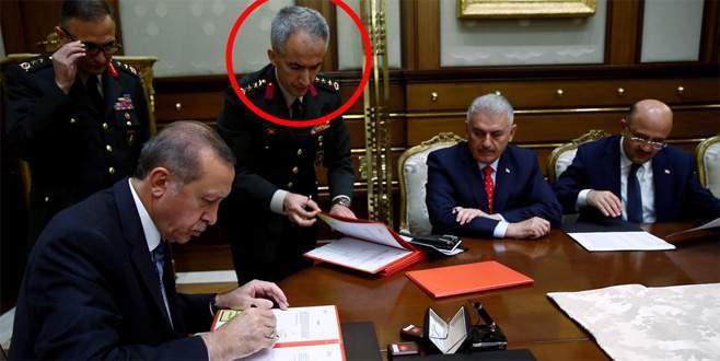 Erdoğan'a YAŞ kararlarını sunan albay, generalleri fişlemiş