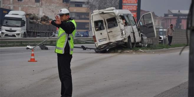 İşçi servisine TIR çarptı: 15 yaralı