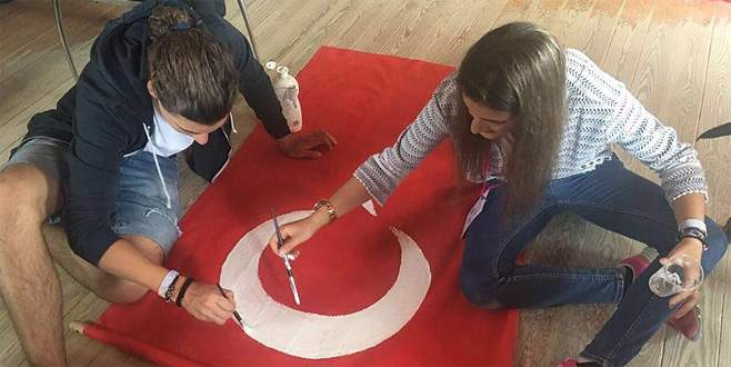 İspanya'da bayrak sorununa el yapımı çözüm