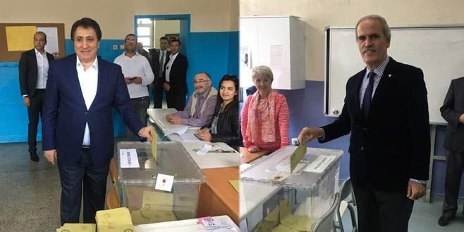 Vali Küçük ve Başkan Altepe oylarını kullandı