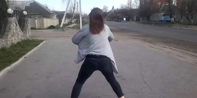 Genç kızın 'twerk' dansı, trafik kazasına neden oldu