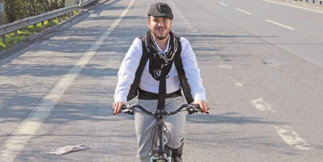 Bisiklet üzerinde klip çekti