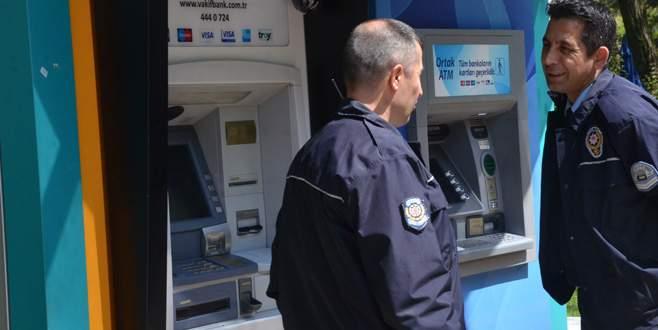 Bankamatikteki düzenek ihbarı polisi alarma geçirdi