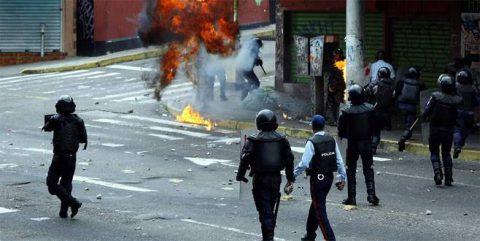 Venezuela kaynıyor