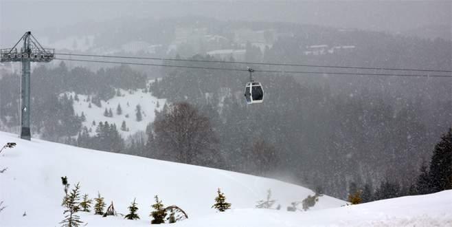 Uludağ'da uzun aradan sonra kar yağışı