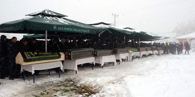 Feci kazada ölen 9 kişinin cenazesi toprağa verildi