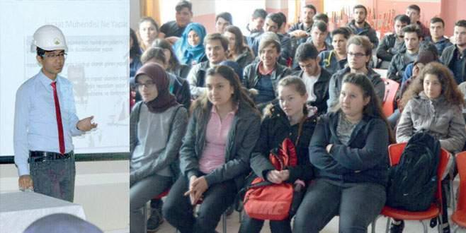 Ünidağ'lı gençler liseli kardeşlerini yalnız bırakmadı
