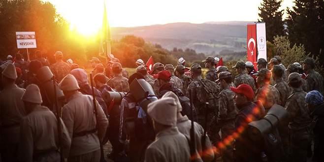 Gelibolu'daki '57. Alay Vefa Yürüyüşü'ne binlerce genç katıldı