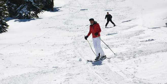 Uludağ'da nisan ayında kayak keyfi