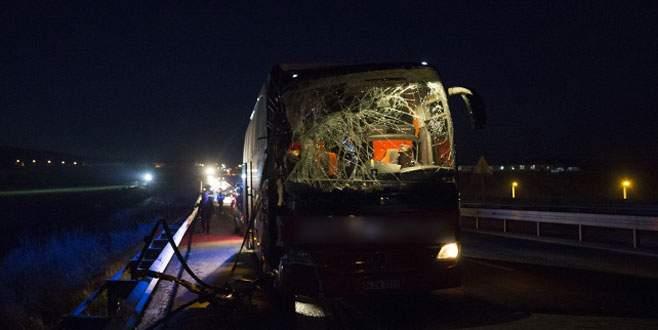 Yolcu otobüsüyle kamyon çarpıştı: 11 yaralı