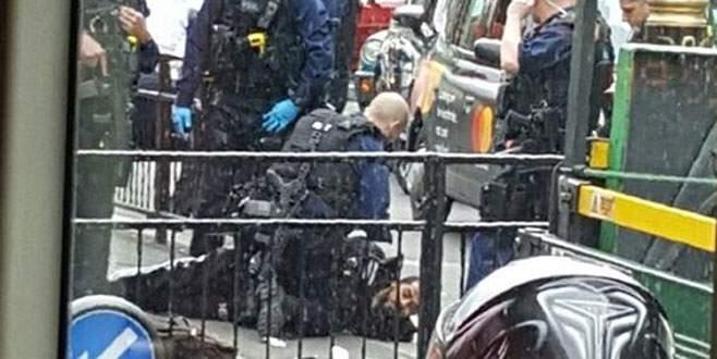 Londra'da bıçaklı saldırgan paniği