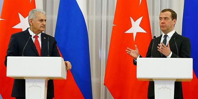 Başbakan Yıldırım Medvedev ile telefonla görüştü