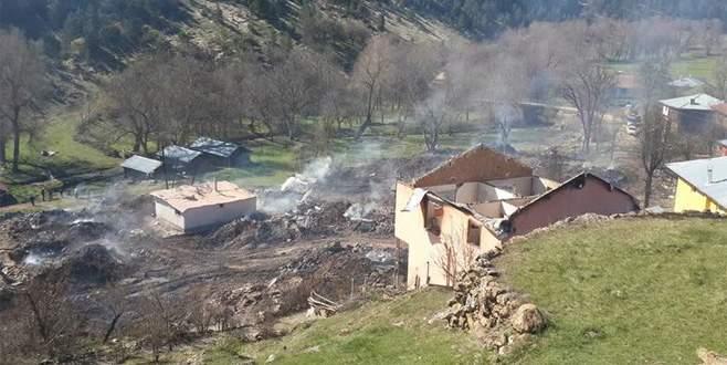 Köyde yangın kabusu: 45'e yakın ev kül oldu
